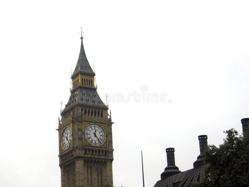 Πύργος του ρολογιού πύργων επιβολής Big Ben νεφελώδης ημέρα Λονδίνο Ηνωμένο Βασίλειο Ευρώπη στοκ εικόνες