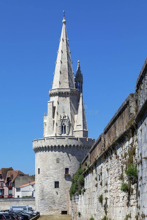 Πύργος του φαναριού στο λιμένα Vieux του Λα Ροσέλ - της Γαλλίας στοκ φωτογραφία