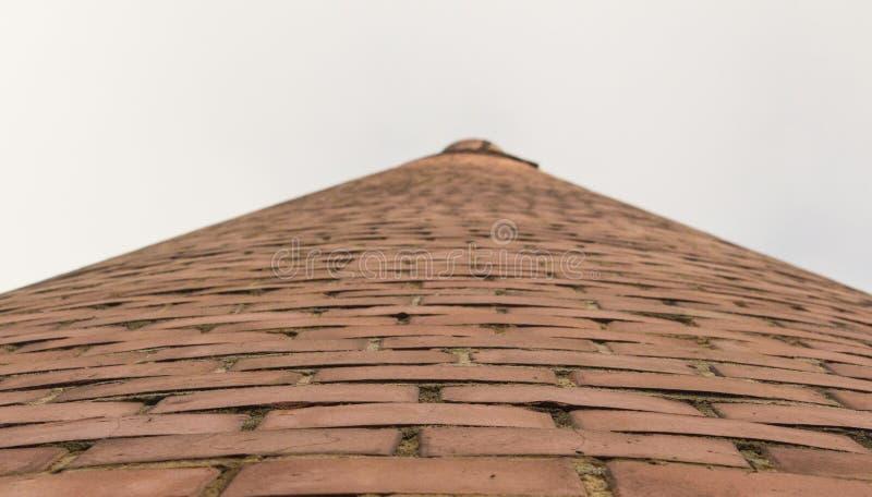 Πύργος τούβλου στο ανοιχτό ουρανό στοκ φωτογραφία