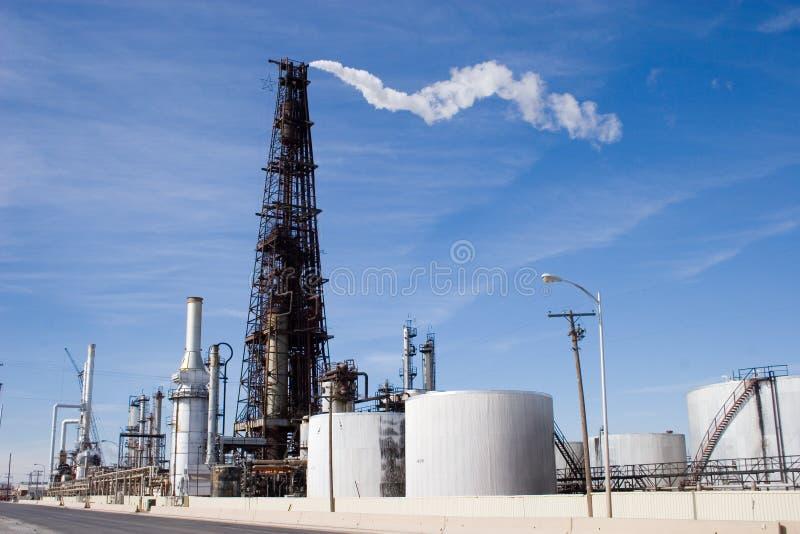 Download πύργος 2 εγκαταστάσεων κ&al Στοκ Εικόνες - εικόνα από refinery, καύσιμα: 398008