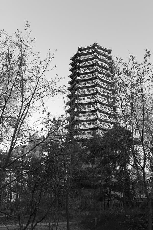 Πύργος Boyata του πανεπιστημίου του Πεκίνου το χειμώνα, γραπτή εικόνα στοκ εικόνα με δικαίωμα ελεύθερης χρήσης