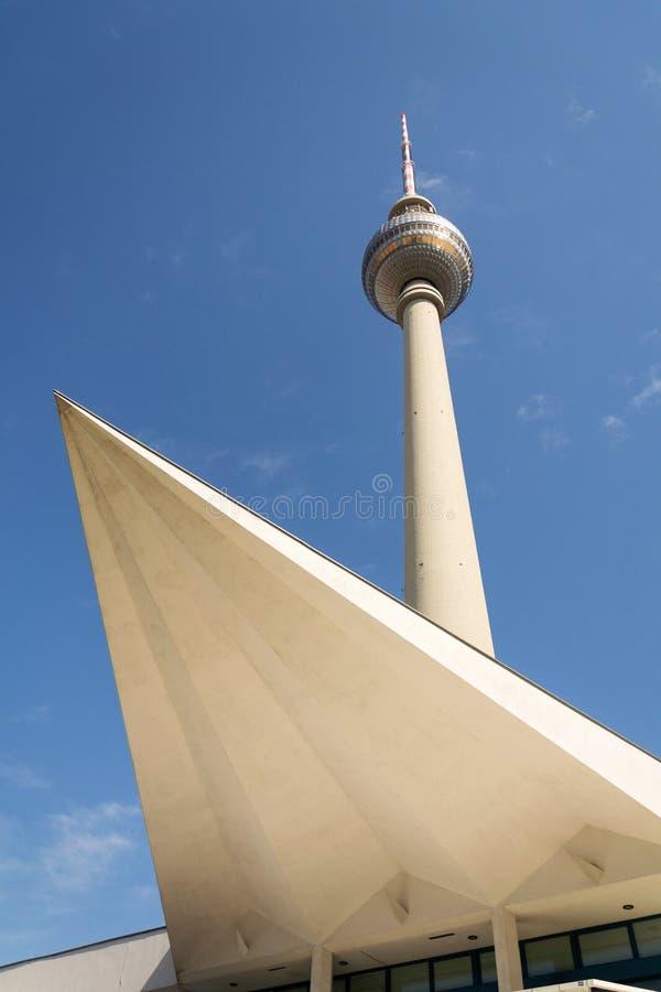 Πύργος Fernsehturm televison κοντά σε Alexanderplatz στο κεντρικό Βερολίνο, Γερμανία στοκ εικόνες με δικαίωμα ελεύθερης χρήσης