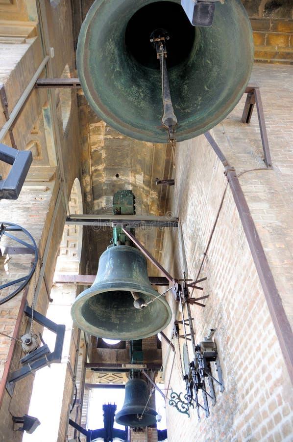 Πύργος Giralda - καθεδρικός ναός ΙΣΠΑΝΙΑ της Σεβίλης - πνεύμα κουδουνιών στοκ εικόνες