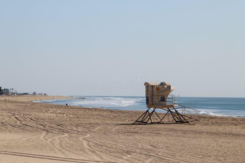 Πύργος Lifeguard στην ακτή στοκ φωτογραφίες
