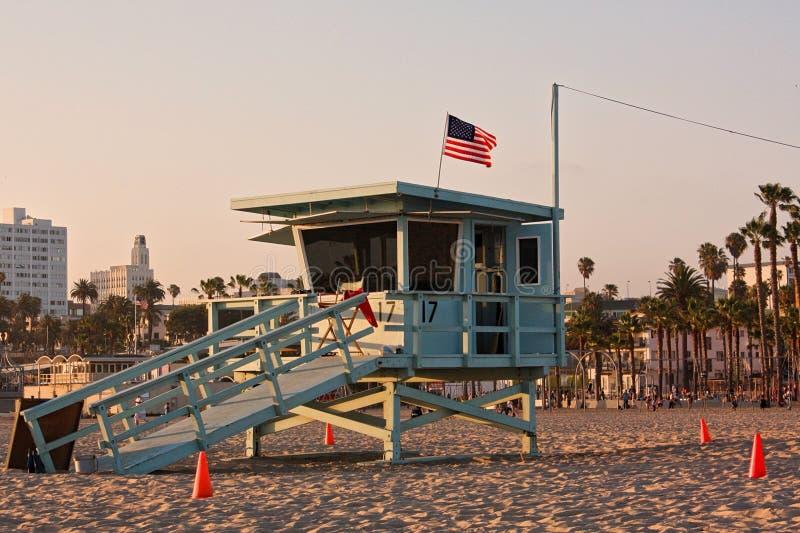 Πύργος Lifeguard στην παραλία της Σάντα Μόνικα, Καλιφόρνια η Αμερική δηλώνει ενωμένο στοκ εικόνες