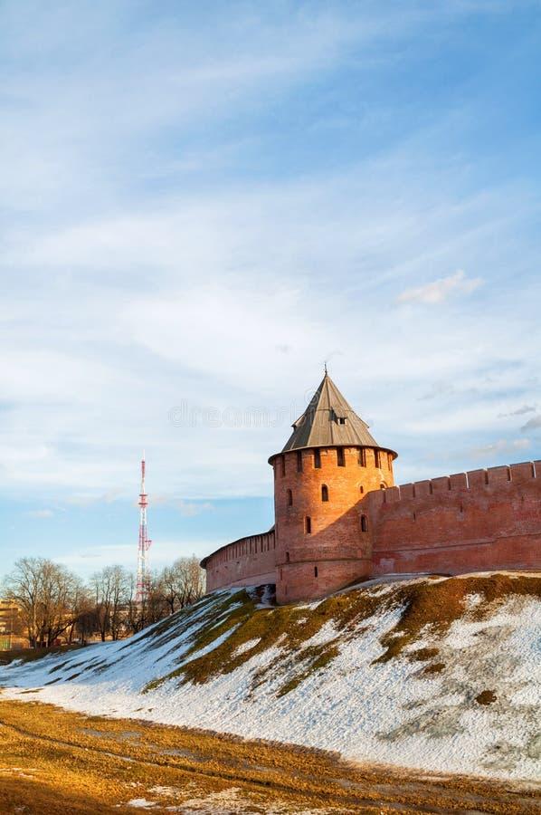 Πύργος Novgorod Κρεμλίνο Veliky σε Veliky Novgorod, Ρωσία, πανοραμική χειμερινή ηλιό στοκ φωτογραφία με δικαίωμα ελεύθερης χρήσης