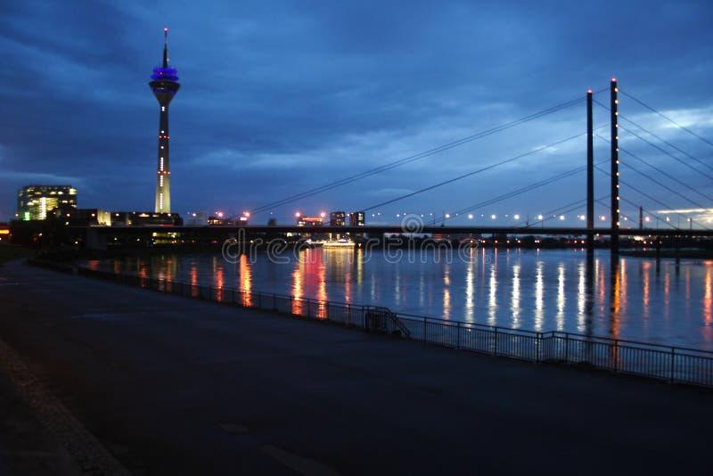 Πύργος Rheinturm TV στο Ντίσελντορφ στοκ φωτογραφία