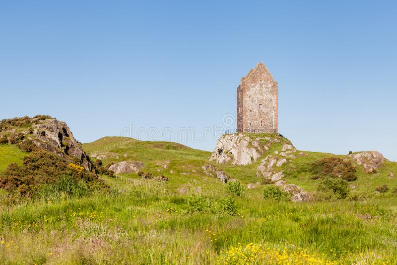 Πύργος Smailholm στα σκωτσέζικα σύνορα στοκ εικόνες