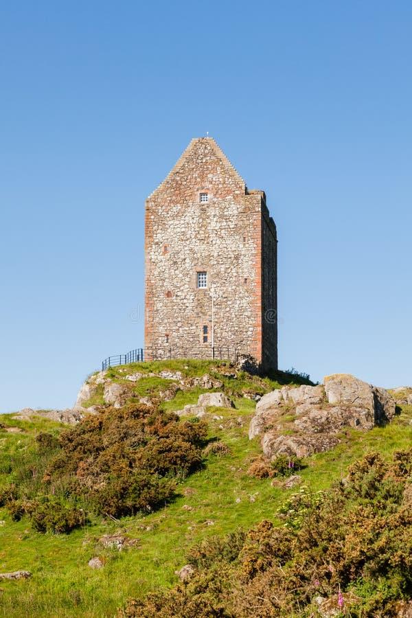 Πύργος Smailholm στα σκωτσέζικα σύνορα στοκ φωτογραφία με δικαίωμα ελεύθερης χρήσης