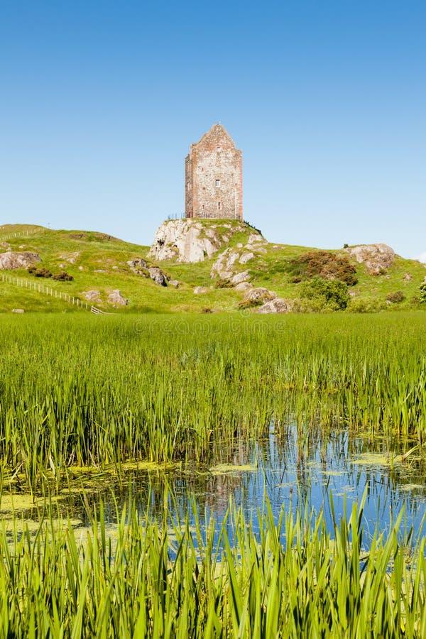 Πύργος Smailholm στα σκωτσέζικα σύνορα στοκ εικόνα με δικαίωμα ελεύθερης χρήσης