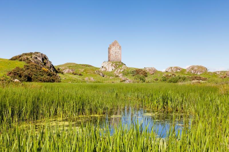 Πύργος Smailholm στα σκωτσέζικα σύνορα στοκ εικόνα
