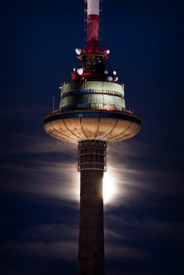 Πύργος TV τη νύχτα στοκ φωτογραφία με δικαίωμα ελεύθερης χρήσης