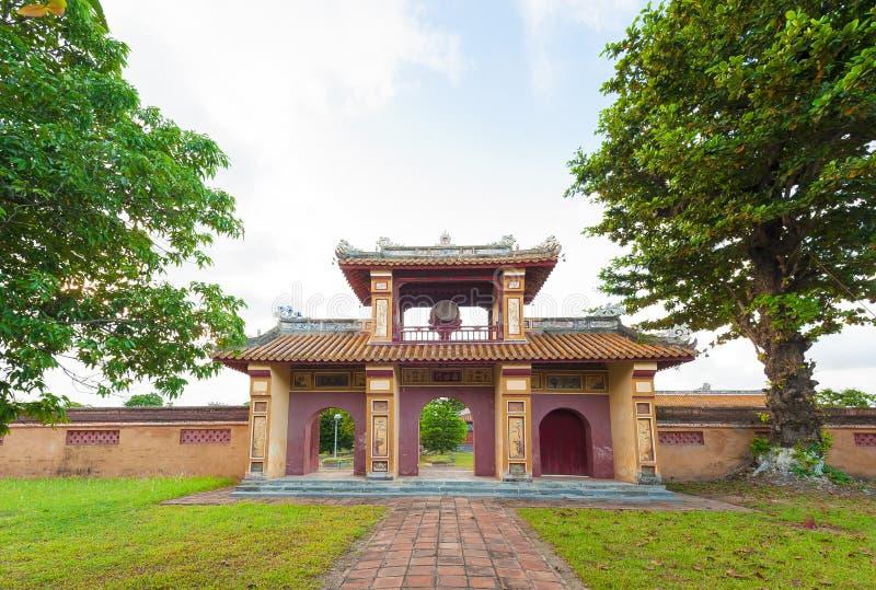 Πύλη με το παρατηρητήριο στην ακρόπολη, αυτοκρατορική πόλη του χρώματος στοκ φωτογραφία με δικαίωμα ελεύθερης χρήσης