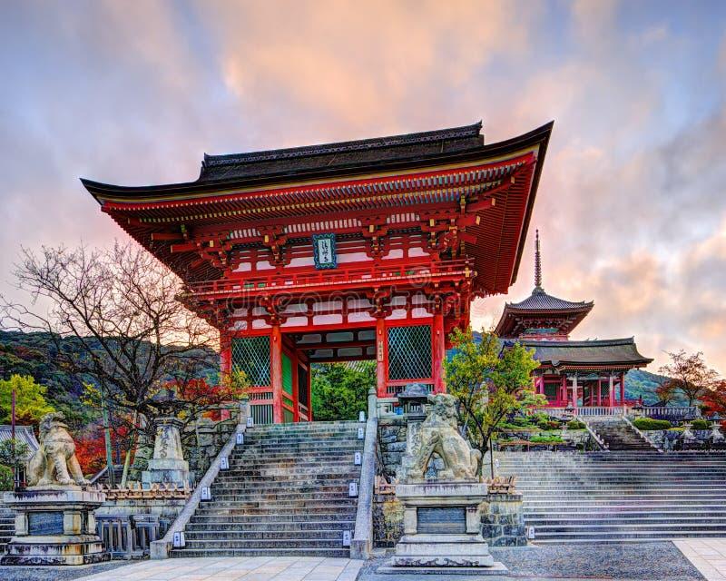 Πύλη ναών kiyomizu-Dera στοκ φωτογραφία με δικαίωμα ελεύθερης χρήσης