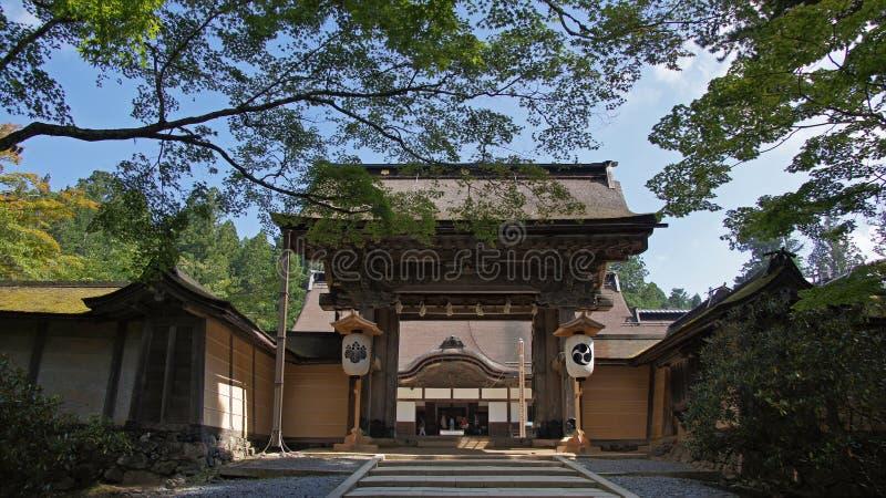 Πύλη ναών Kongobuji σε Koyasan, Ιαπωνία στοκ φωτογραφία