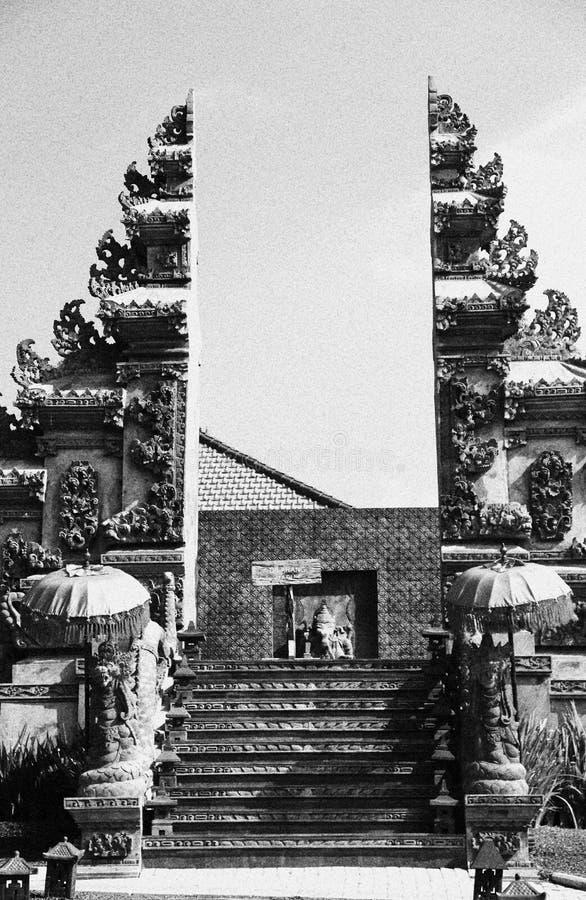Πύλη σε μια θρησκευτική θέση στοκ φωτογραφία με δικαίωμα ελεύθερης χρήσης