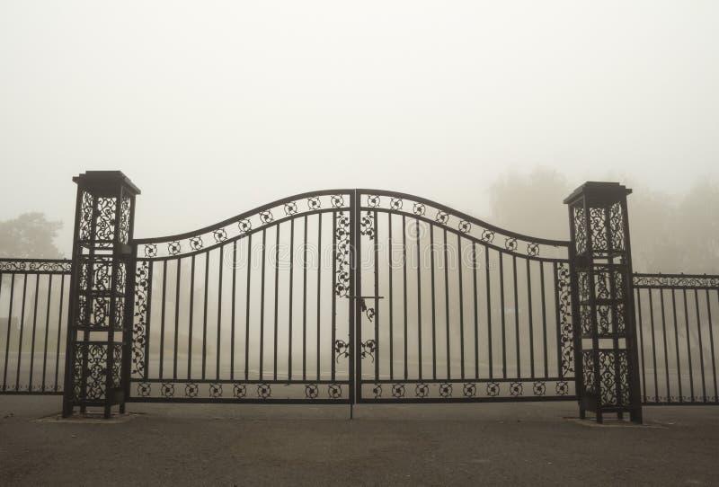 Πύλη σιδήρου στοκ φωτογραφία με δικαίωμα ελεύθερης χρήσης