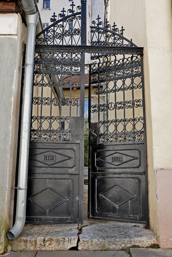 Πύλη σπιτιών σιδήρου στοκ εικόνα