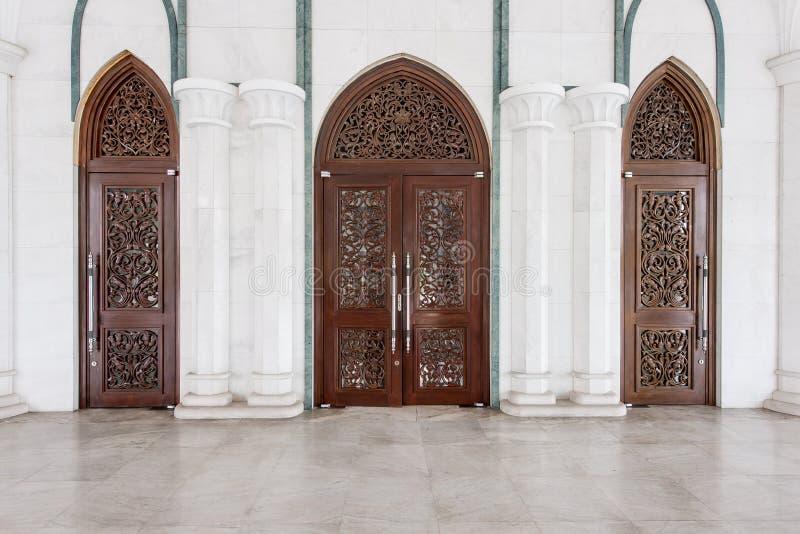 Πύλη του σύγχρονου μουσουλμανικού τεμένους στη Μαλαισία στοκ εικόνες με δικαίωμα ελεύθερης χρήσης
