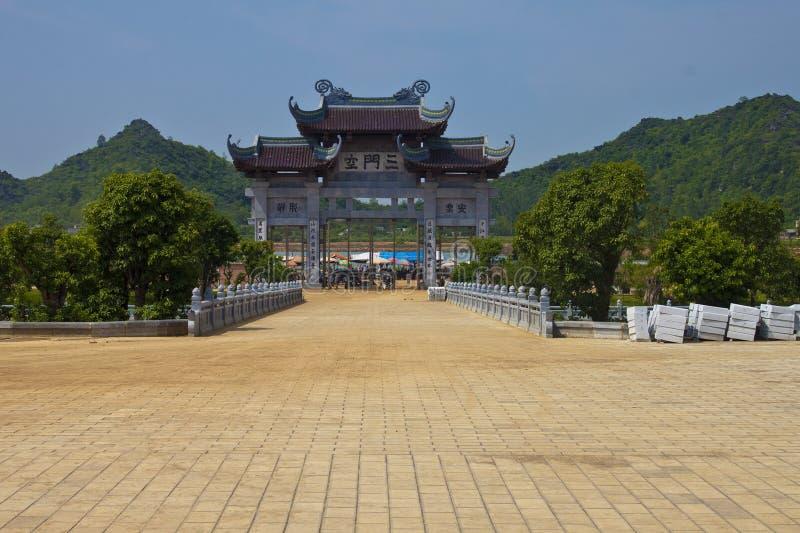 Πύλη Bai Dinh στο ναό στοκ φωτογραφίες με δικαίωμα ελεύθερης χρήσης