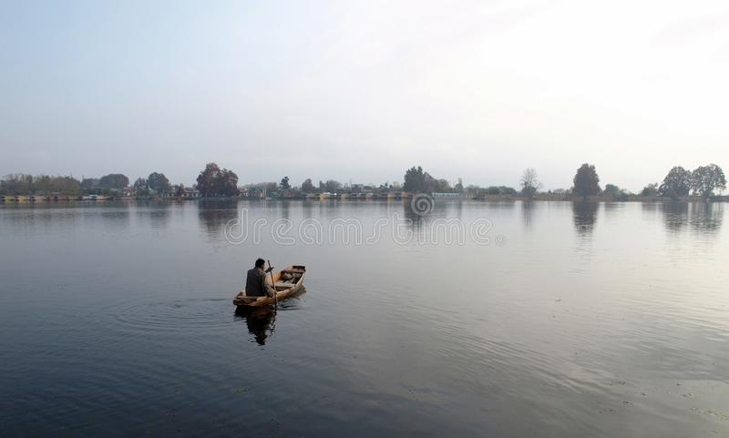Download πώληση ατόμων λιμνών βαρκών DAL Κ Εκδοτική Φωτογραφία - εικόνα από σπίναγκαρ, ιμαλάια: 13176192