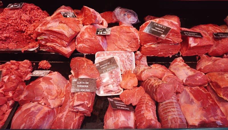Πώληση του κρέατος στην αγορά Boqueria στη Βαρκελώνη στοκ φωτογραφίες με δικαίωμα ελεύθερης χρήσης