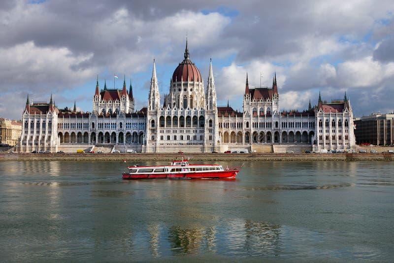 πλάνο των Κοινοβουλίων της Ουγγαρίας φίλτρων οικοδόμησης της Βουδαπέστης cpl στοκ εικόνα
