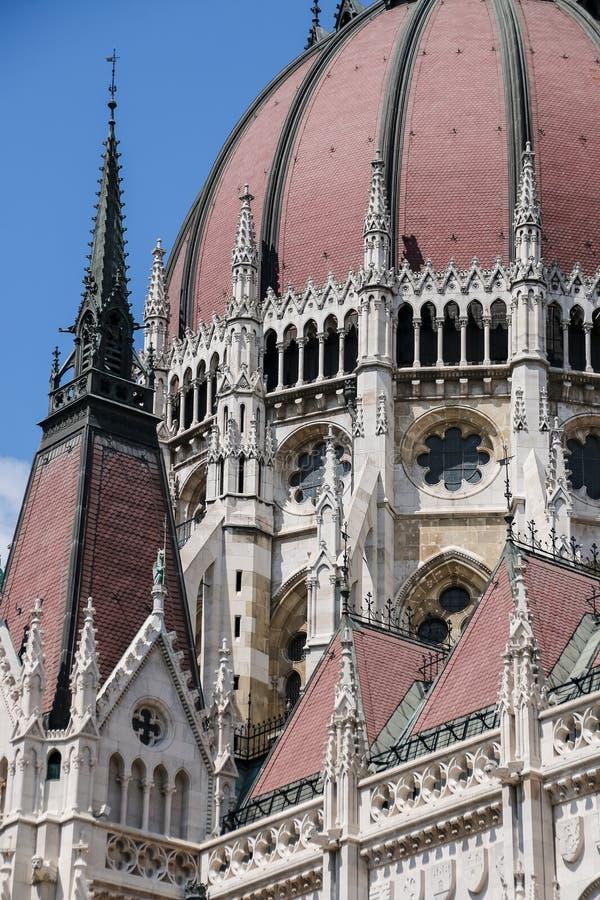 πλάνο των Κοινοβουλίων της Ουγγαρίας φίλτρων οικοδόμησης της Βουδαπέστης cpl αρχιτεκτονικές απεικονισμένες λεωφόρος αγορές γυαλιο στοκ φωτογραφίες με δικαίωμα ελεύθερης χρήσης