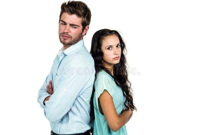 Πλάτη με πλάτη μη ομιλία ζεύγους μετά από το επιχείρημα στοκ εικόνες