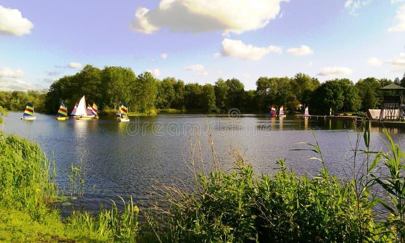 Πλέοντας στη λίμνη Gaasperpark στο Άμστερνταμ, Ολλανδία, οι Κάτω Χώρες στοκ εικόνες