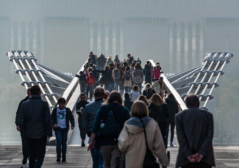 Πλήθη στη γέφυρα χιλιετίας, Λονδίνο
