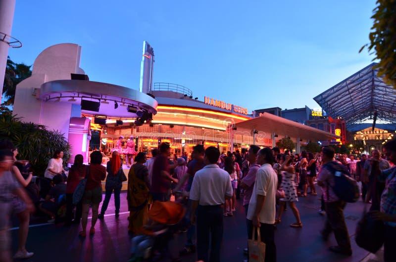 Πλήθος νύχτας της Σιγκαπούρης UNIVERSAL STUDIO στοκ φωτογραφία