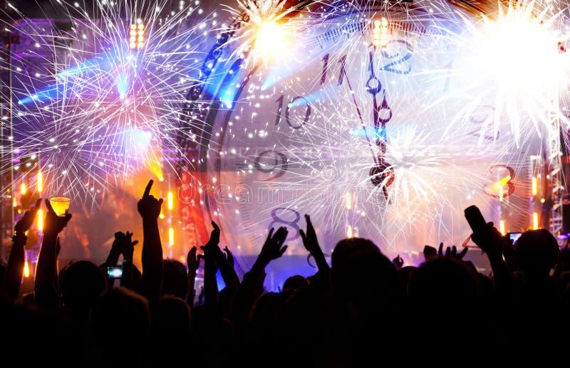 Πλήθος που περιμένει το νέο έτος στοκ φωτογραφία