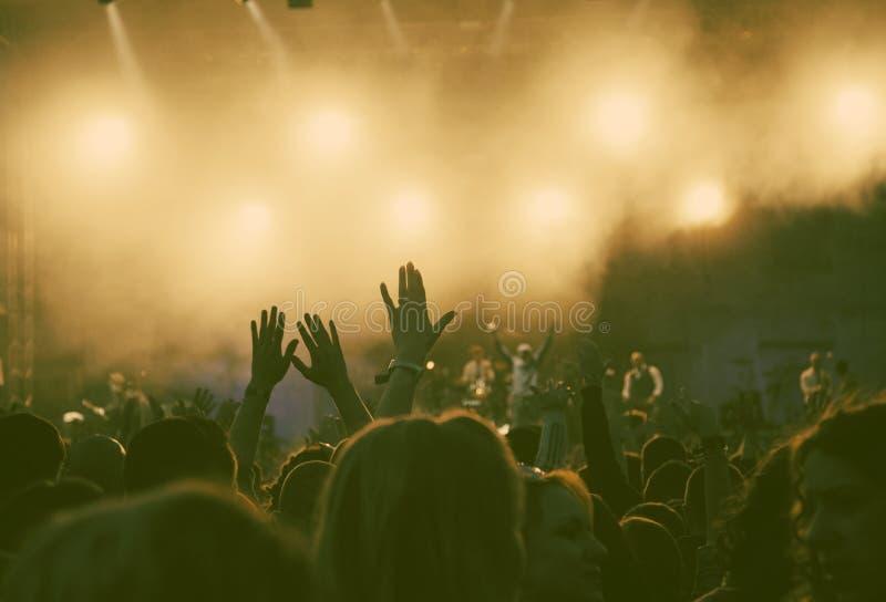 πλήθος συναυλίας στοκ εικόνα με δικαίωμα ελεύθερης χρήσης