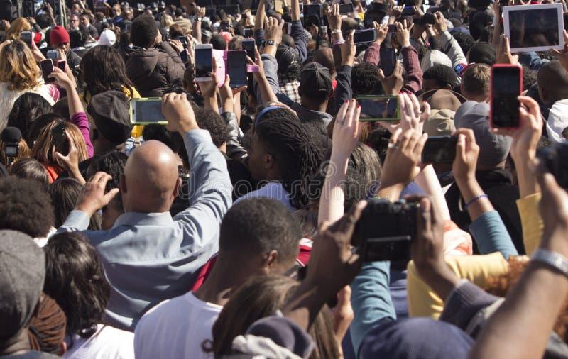 Πλήθος των ανθρώπων με τις κάμερες στοκ φωτογραφία με δικαίωμα ελεύθερης χρήσης