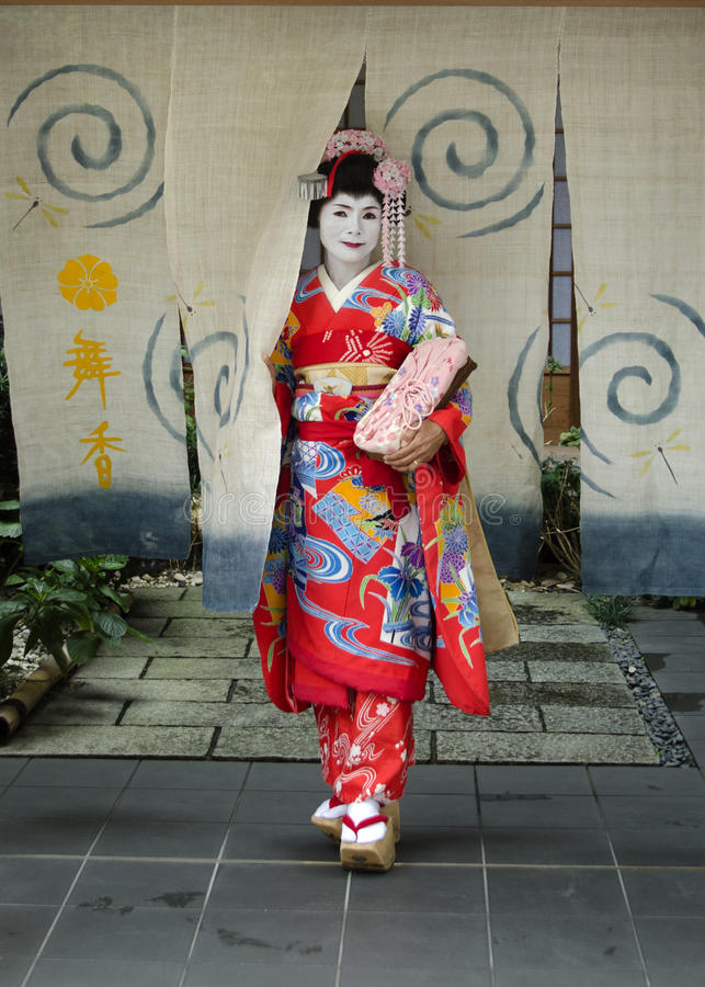 Πλήρες μόνιμο πορτρέτο της Maiko στοκ φωτογραφία