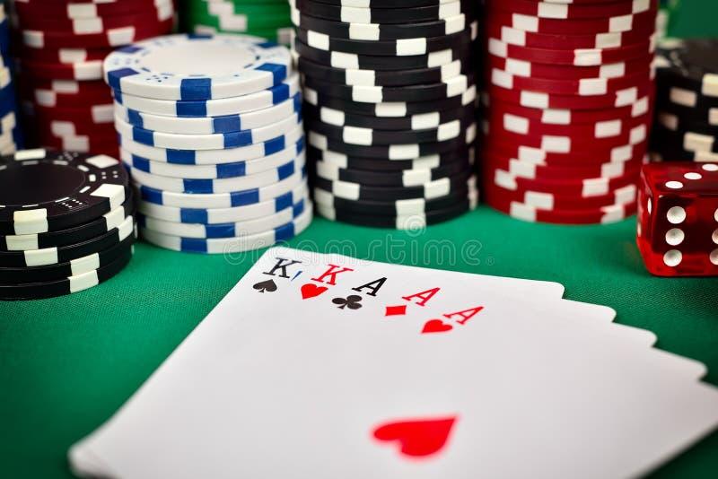 πλήρες πόκερ σπιτιών τσιπ στοκ εικόνες