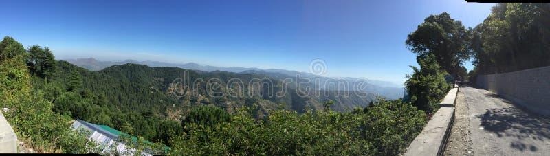 Πλήρης - δείτε από την κορυφή Chail, Himachal Pradesh, Ινδία στοκ φωτογραφία