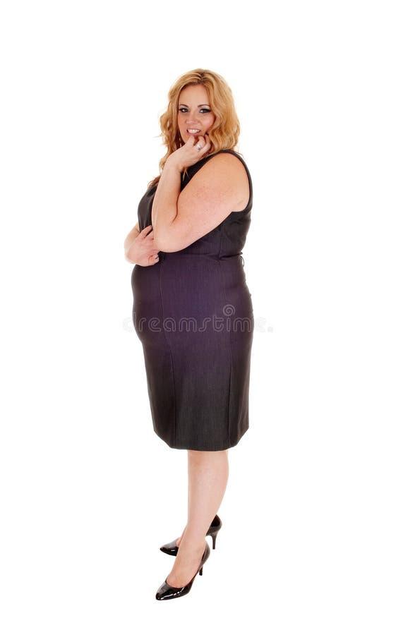 Πλήρης εικόνα μήκους της γυναίκας στο γκρίζο φόρεμα στοκ φωτογραφίες με δικαίωμα ελεύθερης χρήσης