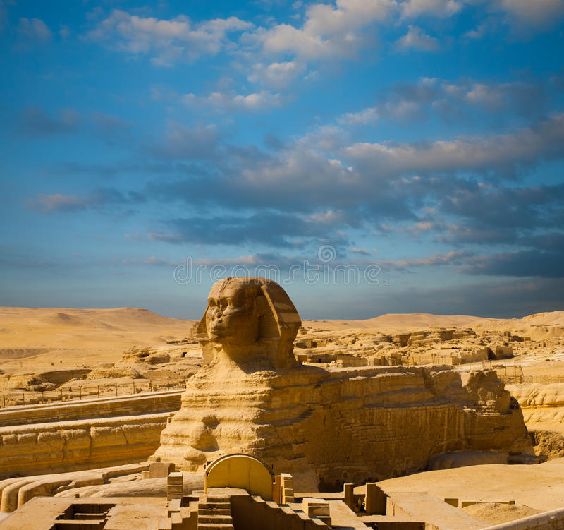 Πλήρης μπλε ουρανός σχεδιαγράμματος σώματος Sphinx πυραμίδων της Αιγύπτου στοκ φωτογραφίες με δικαίωμα ελεύθερης χρήσης