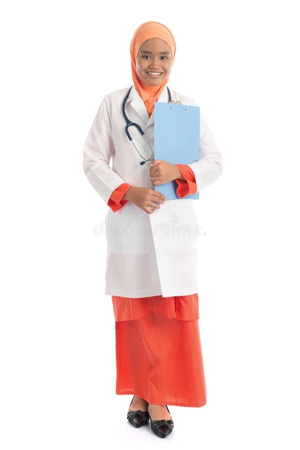 Πλήρης νέος μουσουλμανικός θηλυκός γιατρός σωμάτων στοκ φωτογραφίες
