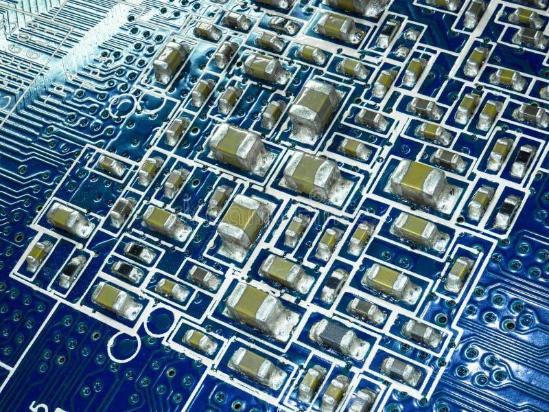 Πλήρης πίνακας κυκλωμάτων εστίασης με τα μικροτσίπ και άλλα ηλεκτρονικά συστατικά Υπολογιστής και τεχνολογία επικοινωνιών δικτύωσ στοκ εικόνες