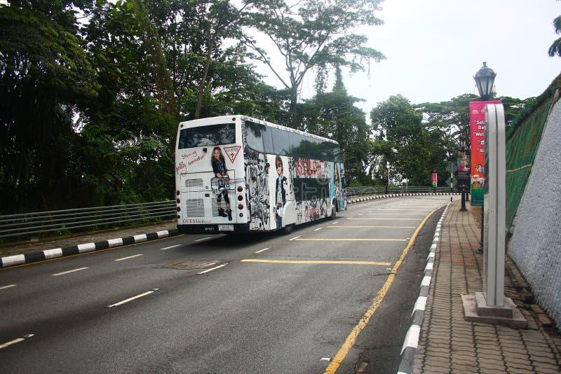 Πλήρως λεωφορείο εναλλασσόμενου ρεύματος Stickered στη Κουάλα Λουμπούρ στοκ φωτογραφία με δικαίωμα ελεύθερης χρήσης