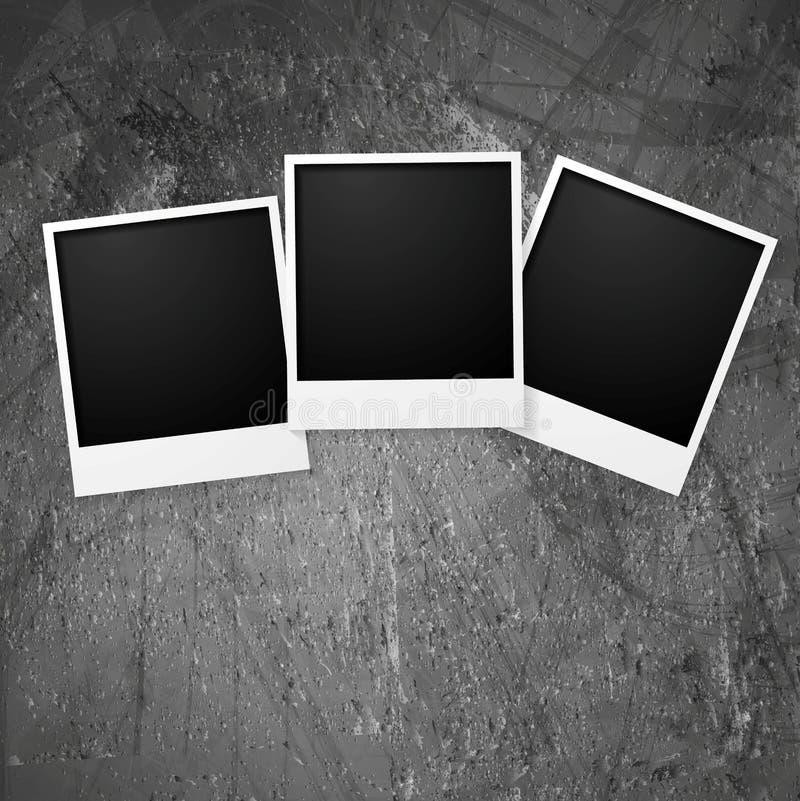 Πλαίσια φωτογραφιών Polaroid στον τοίχο grunge ελεύθερη απεικόνιση δικαιώματος