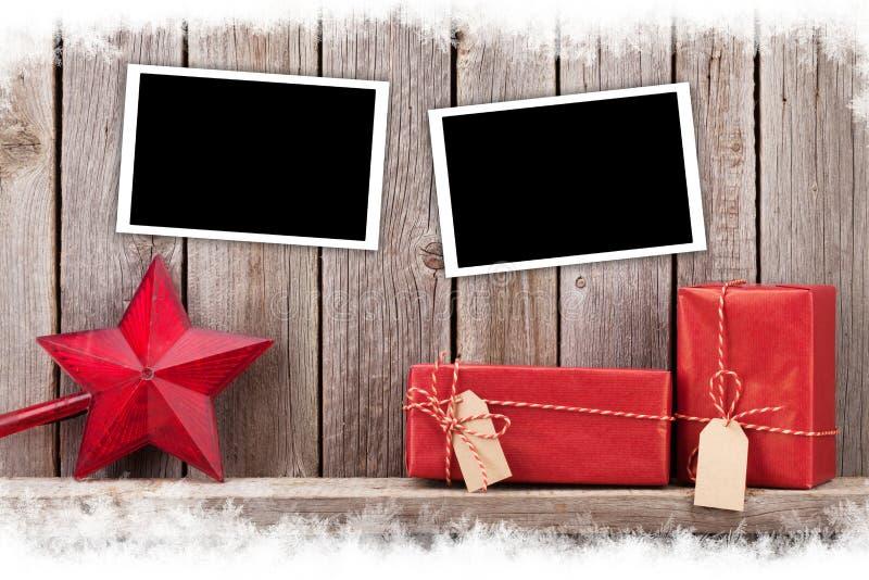 Πλαίσια, δώρα και ντεκόρ φωτογραφιών Χριστουγέννων στοκ φωτογραφία με δικαίωμα ελεύθερης χρήσης