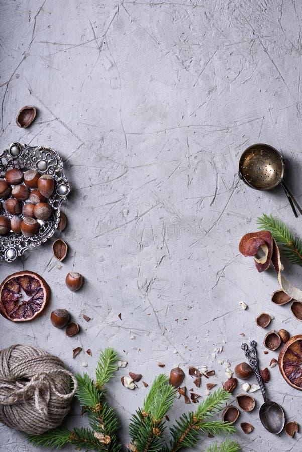Πλαίσιο τροφίμων φρούτων και Χριστουγέννων καρυδιών, τοπ άποψη στοκ εικόνες με δικαίωμα ελεύθερης χρήσης