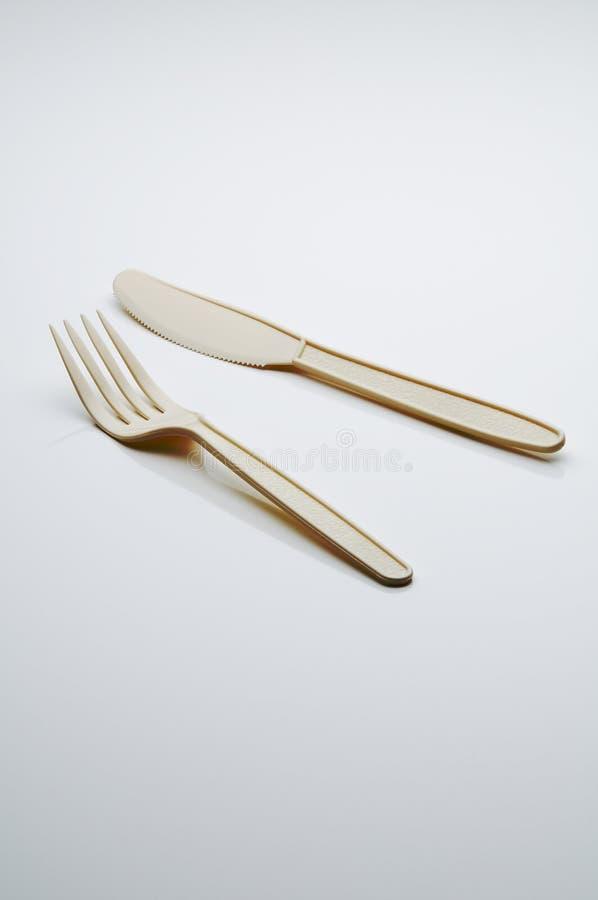 Πλαστικά δίκρανο και μαχαίρι στοκ φωτογραφία με δικαίωμα ελεύθερης χρήσης