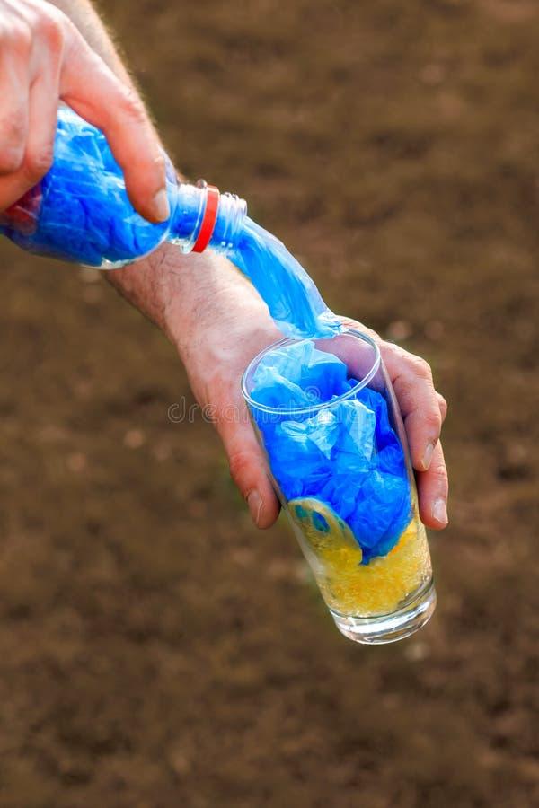 Πλαστικό σύνολο μπουκαλιών των πλαστικών τσαντών στοκ εικόνες