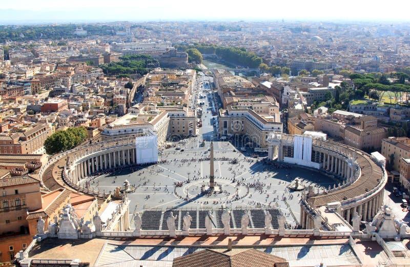 Αιγυπτιακός οβελίσκος στην πλατεία SAN Pietro στη Ρώμη, Ιταλία στοκ εικόνες