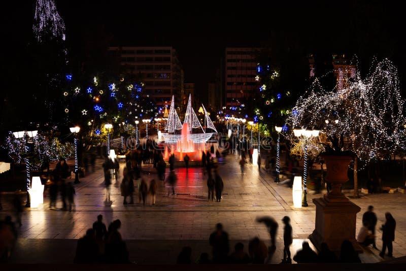 Πλατεία Συντάγματος κατά τη διάρκεια της νύχτας Χριστουγέννων στην Αθήνα στοκ εικόνες